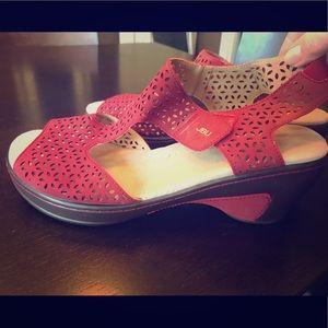 JBU memory foam wedge sandals for the WIN!